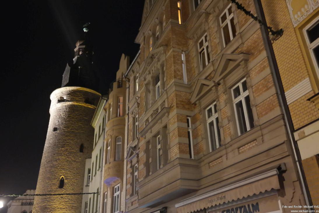 Halle: Leipziger Straße mit Leipzgier Turm (23.11.14)