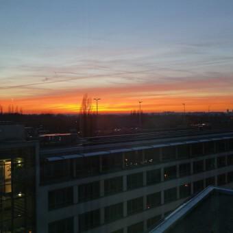 Sonnenuntergang über den Stadtwerken Halle (23.11.14)