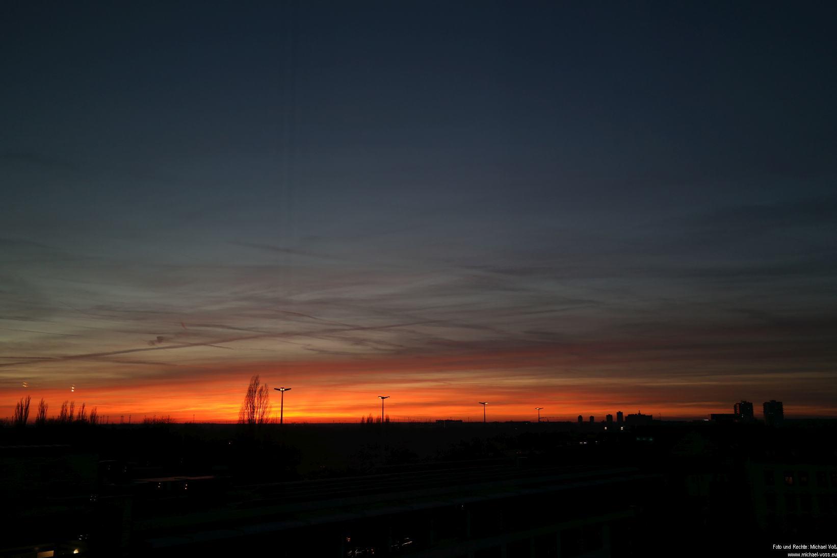 Sonnenuntergang über Halle (23.11.14)