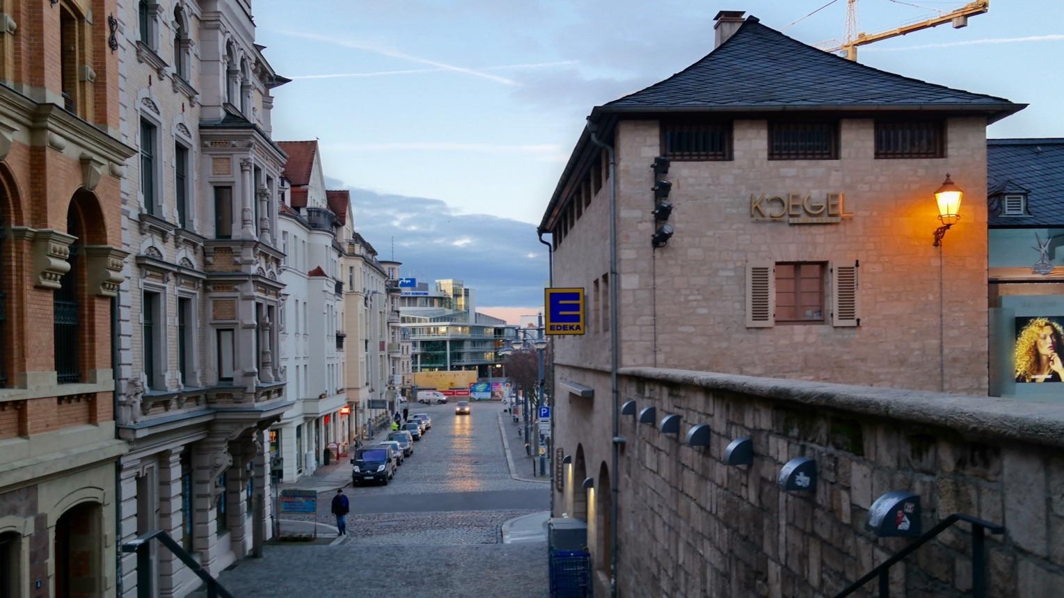 Halle: Blick vom Markt zum Hallmarkt